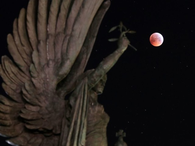 Super blood wolf moon: The best photos from around the UK