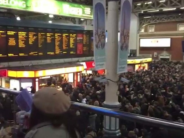 'Carnage' for commuters as major signal failure brings London rail stations to standstill