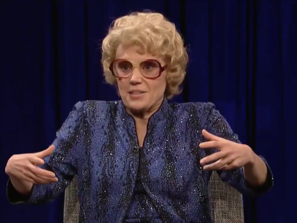 'SNL' takes on Harvey Weinstein