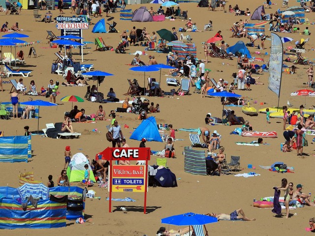 Bank Holiday weather forecast: Britons set to sizzle in 'record-breaking' temperatures as heatwave hits nation