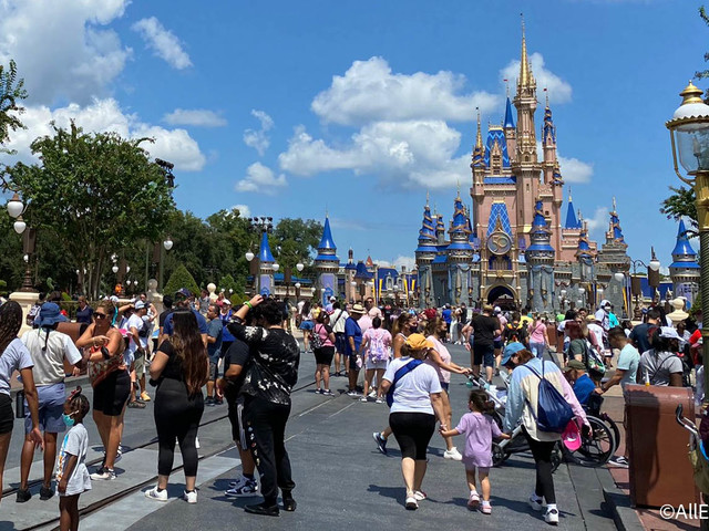 NEWS: Report Shows Disney World Attendance Dropped 67% in 2020