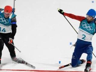 France's Fourcade nips Schempp for gold in mass start