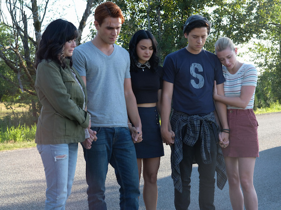 'Riverdale' Showrunner on Fred's 'Heroic Death,' Honoring Luke Perry With Shannen Doherty Cameo