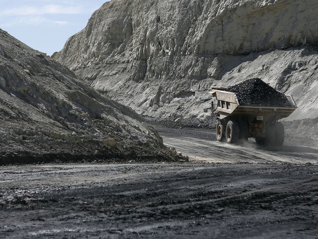 Coal Market Set To Collapse Worldwide By 2040 As Solar And Wind Dominate