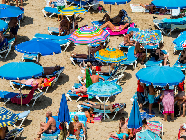 False food-poisoning claims 'could kill package holidays'