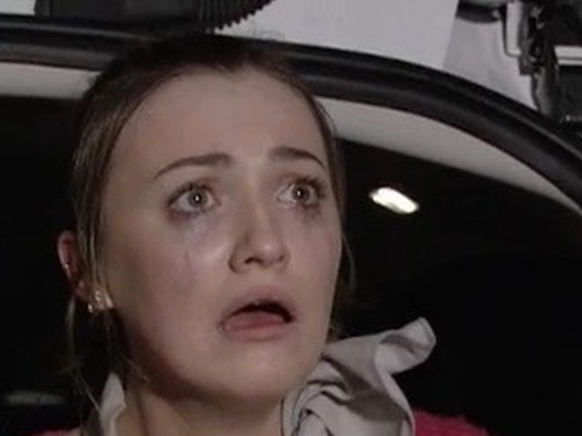 EastEnders fans point out 'plot hole' over Louise's dodgy phone signal