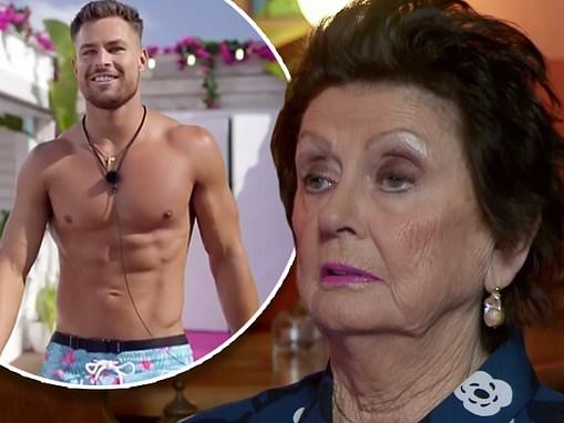 Gogglebox Australia reviews the cast of Love Island... and many of the ladies like what they see