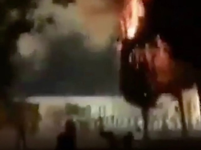 Jerusalem mosque on fire as Palestinians and Israeli police in violent clashes