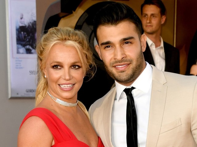 Britney Spears Announces Engagement: 'I Can't F–ing Believe It'