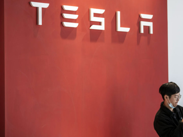 Tesla wants customers to pay a $199 monthly fee for 'Full Self-Driving'