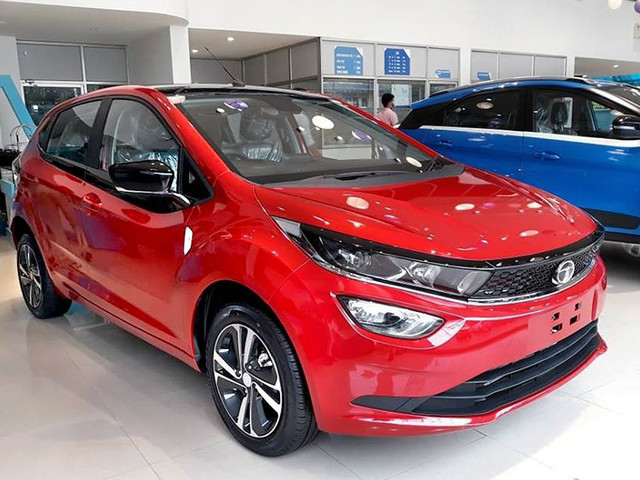 New car, SUV sales decline ahead of festive season