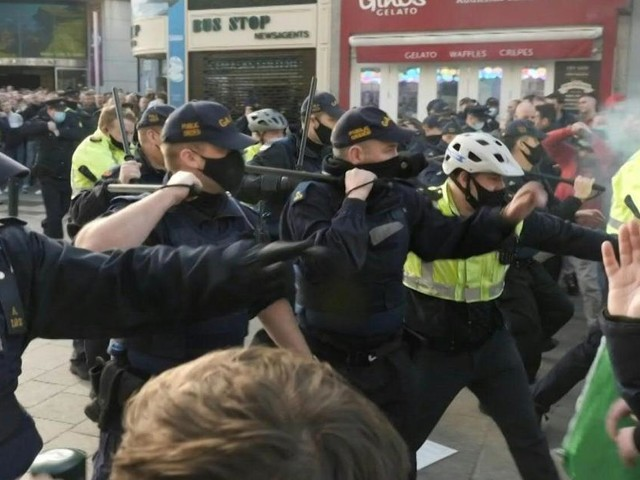 Hundreds rally in violent anti-lockdown protest in Ireland