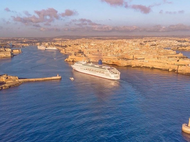 Cruise passengers declined in the last months of 2019