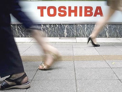 Toshiba, keen to seal $18bn chips sale, wrestles with last-minute delays