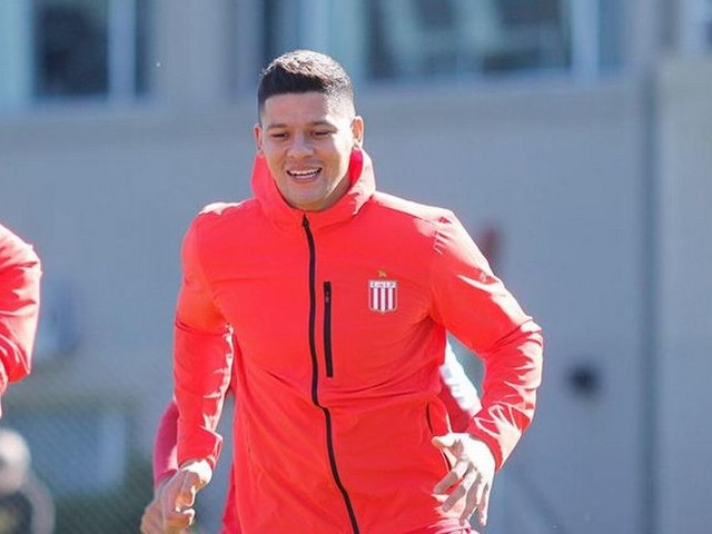 Manchester United defender Marcos Rojo given special permission to train with former club