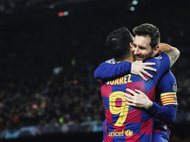 Luis Suarez has backed Lionel Messi to continue playing even though the Argentine sparked retirement rumors by saying 'the moment of withdrawal is approaching'