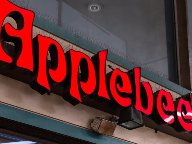 A 3 a.m. bankruptcy filing, unpaid millions, and IHOb burgers: Inside the $23 million battle raging within Applebee's (DIN)