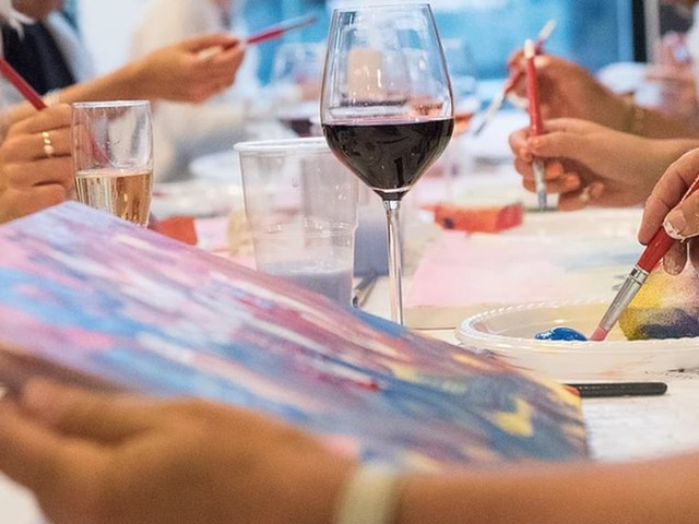 Art and wine: Learning to paint while drinking
