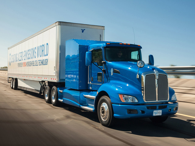 Hydrogen-Powered Toyota Semi-Truck Makes 1,325 LB-FT of Torque