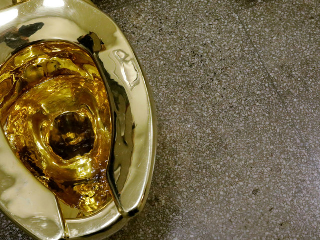 Donald Trump: museum offers gold toilet instead of Van Gogh painting