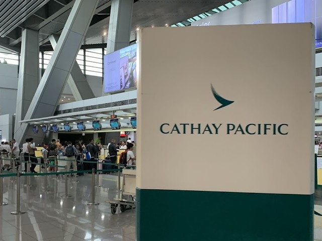 Cathay Pacific Flight Review: Manila to London via Hong Kong (773 and 77W)