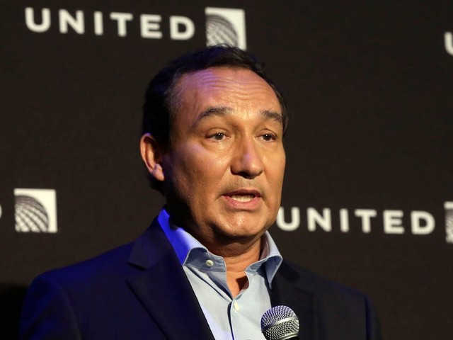 United CEO Oscar Munoz is stepping down and transitioning to chairman in 2020, with president Scott Kirby taking his place (UAL)