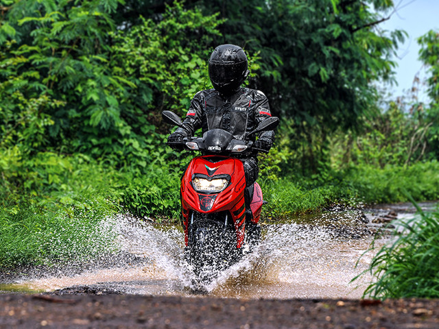 Review: Aprilia Storm 125 review, test ride