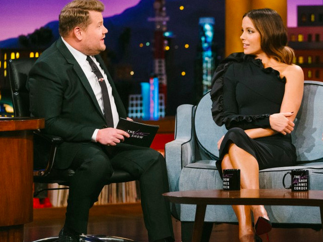 Kate Beckinsale In Greta Constantine – The Late Late Show with James Corden
