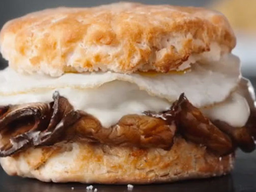 Prime Rib Breakfast Sandwiches - The Hardee's Prime Rib And Fried Egg Biscuit is Flavorful (TrendHunter.com)
