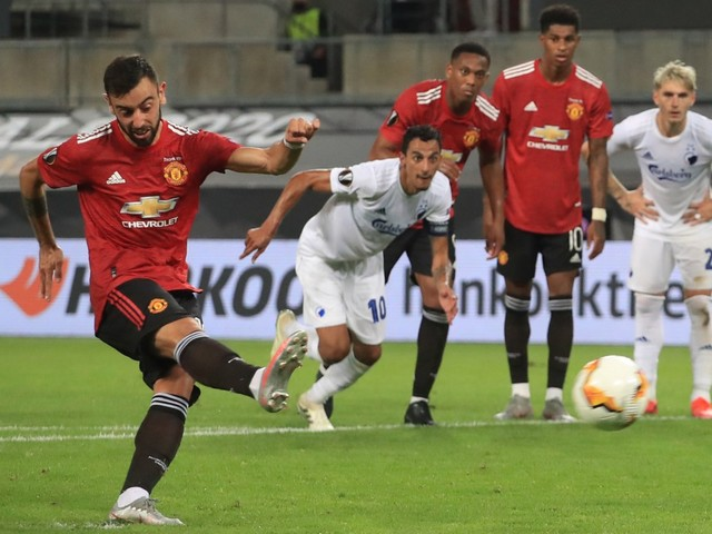 Watch Bruno Fernandes fool Copenhagen keeper Johnsson by NOT jumping before striking crucial Man Utd penalty