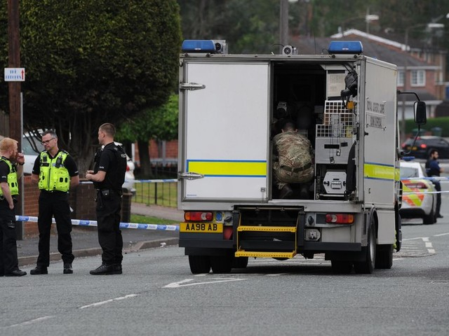 Bomb squad swoop on Oldbury street after suspected grenade found in garden
