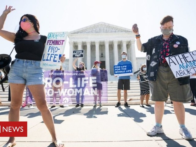US top court strikes down law limiting abortions