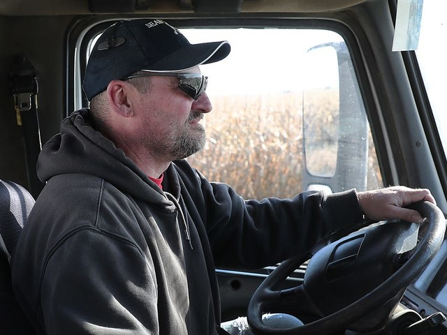 Only a quarter of truckers use C.H. Robinson, America's largest freight brokerage — and it explains why tech giants have been vying to disrupt trucking (CHRW, UBER)
