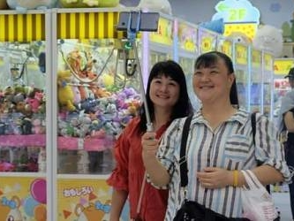 Everyone's a winner: Taiwan's claw crane craze