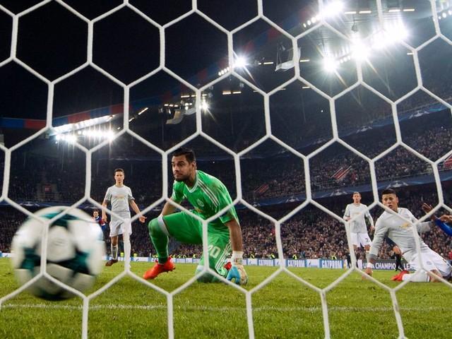 Manchester United manager Jose Mourinho refuses to blame Daley Blind vs Basel