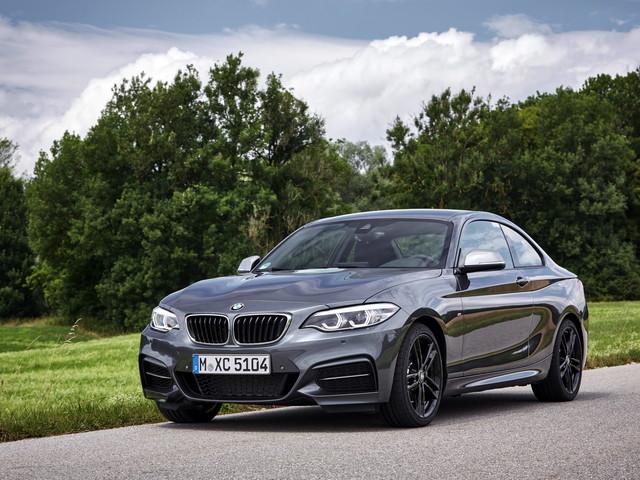 VIDEO: BMW M240i vs Jaguar F-Type 400 Sport vs Aston Martin N430 Hill Climb