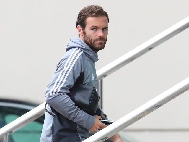 Manchester United squad arrive at team hotel ahead of Carabao Cup third round tie with Burton Albion