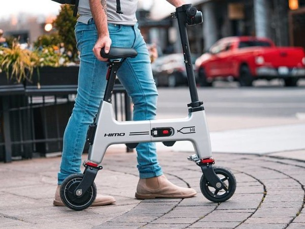 Collapsible Lightweight Electric Bikes - The HiMo Folding E-Bike Offers Up to 30 Kilometers of Range (TrendHunter.com)