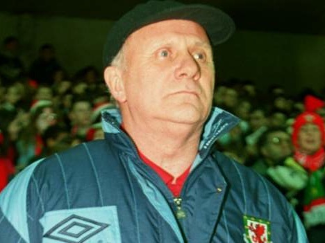 Mike Smith: Former Wales and Hull City manager dies aged 83