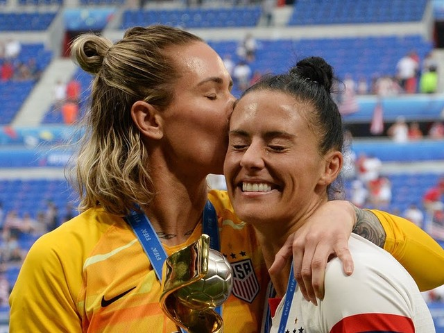 21 Photos Of Ashlyn Harris & Ali Krieger's Sweet & Sporty Relationship That Are Totally #Goooals