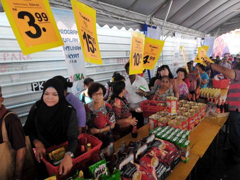 Sentuhan Rakyat sale helps bring down cost of living