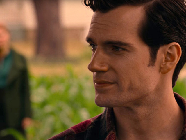What the Hell Is Going On With Henry Cavill's Mustache in Justice League?