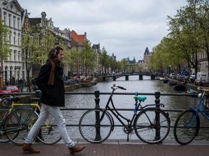 Amsterdam, Paris to host key EU agencies after Brexit
