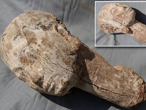 Archaeologists find 4,000-year-old Egypt queen statue