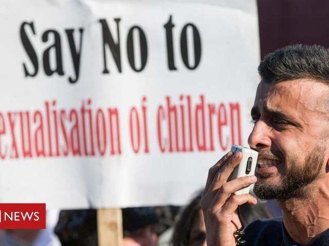 Birmingham LGBT teaching protester criticises 'imam's' claims