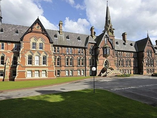 A school in Stockport was forced to close after an outbreak of a 'norovirus-like' illness