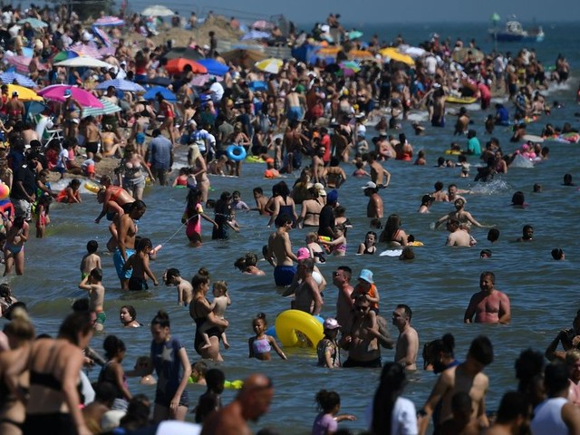 Fear of second coronavirus wave as thousands cram onto beaches amid heatwave