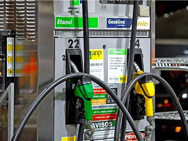 Ethanol pumps to be set up in 6 months: Transport Minister