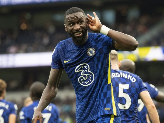 Rüdiger 'won't rush' into contract decision as Bayern Munich also register interest