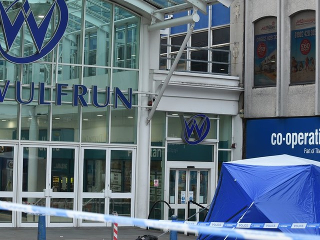 Gallery: Police seal off Wulfrun Shopping Centre (@SnapperSK)